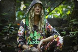 Adidas Originals yeni sezon The Farm koleksiyonuayakkabı çanta kapşonlu sweat t-shirt fiyatları
