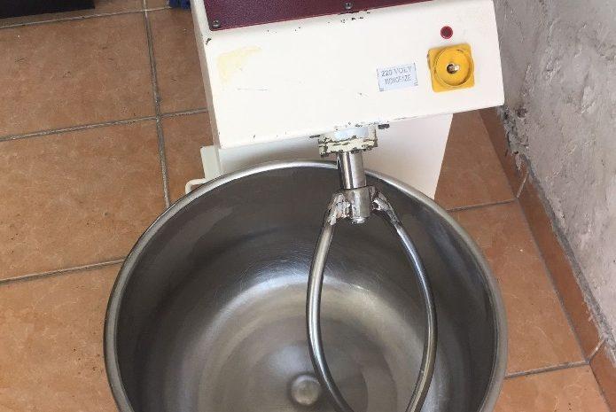 15 kg hamur yoğurma makinesi